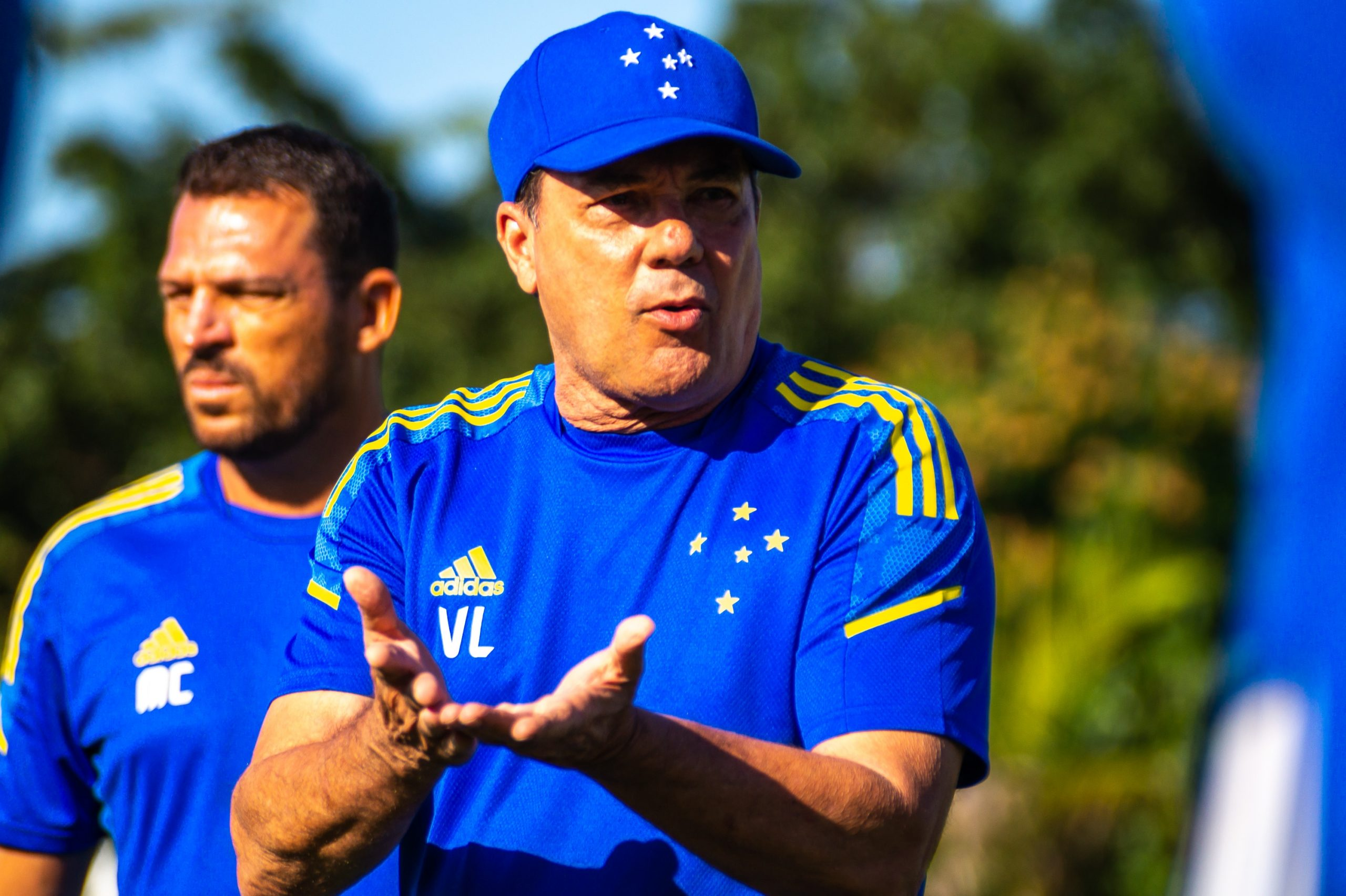 Um mês de Luxa no Cruzeiro: três vitórias, ajuste na defesa e busca pelo acesso à Série A