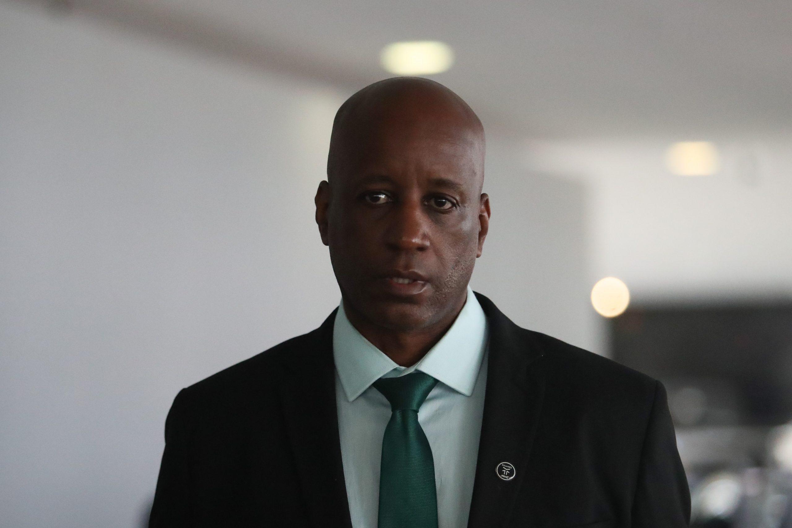 Justiça afasta Sérgio Camargo da gestão de pessoal da Fundação Palmares